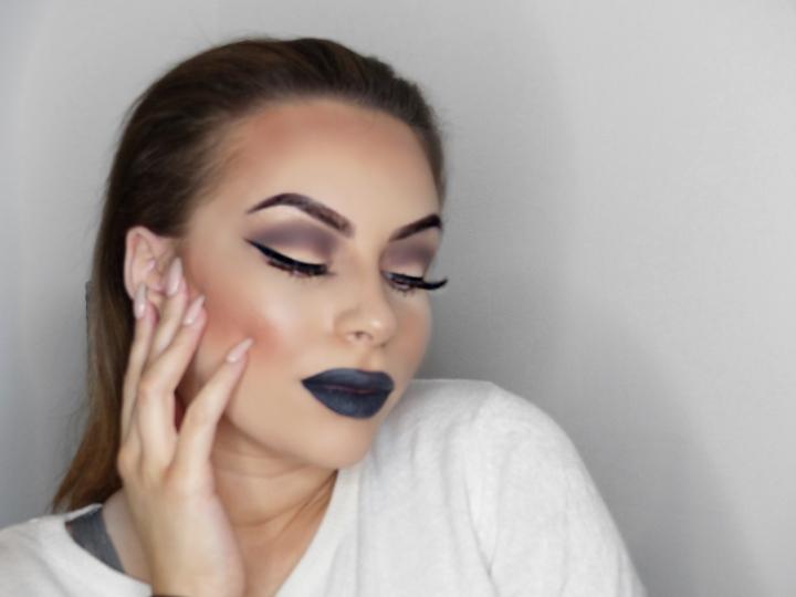 Halloween makeup: basic smokey eye and blacklip